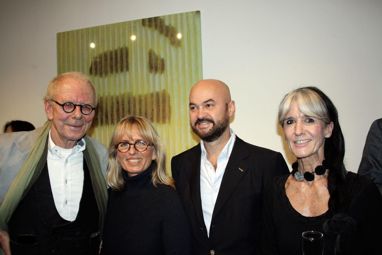 Von links nach rechts: Galerist Dr. Thomas Foerster, Marion Förster, Dr. Harald Tesan, Galeristin Kerstin Foerster (Foto: Kirsten Harder)